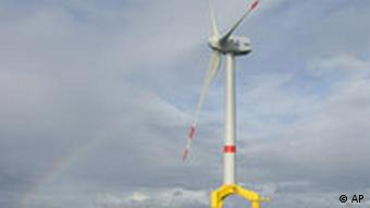 Pilotwindanlage vor Hooksiel (Quelle: AP)
