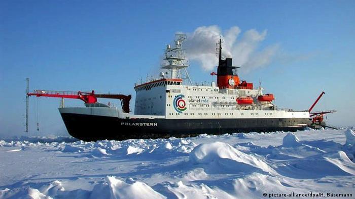 Das AWI-Forschungsschiff Polarstern (picture-alliance/dpa/H. Bäsemann)