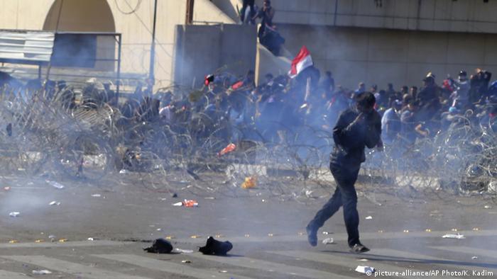 Irak Bagdad - Proteste für eine unabhängige Wahlkomission (picture-alliance/AP Photo/K. Kadim)