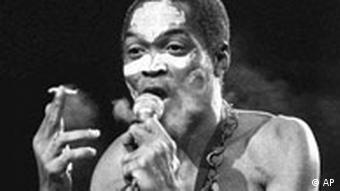 FILE-Fela Anikulapo Kuti, one of the dominant superstars of African music in the 1970s and 1980s and also known for his songs criticizing the Nigerian military junta, during a concert in Paris September 13, 1986, died after a long illness. (AP PHOTO/Laurent Rebours)