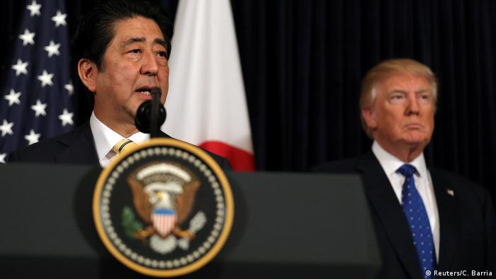 USA Präsidenten Donald Trump & Shinzo Abe, Japan | Kommentar zu Nordkorea (Reuters/C. Barria)
