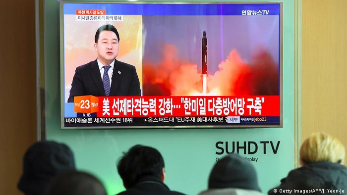 Südkorea TV-Berichterstattung zu Raketentest in Nordkorea (Getty Images/AFP/J. Yeon-Je)