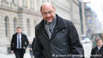 Deutschland | Wahl des Bundespräsidenten | Gottesdienst St. Hedwigs-Kathedrale |Ankunft Martin Schulz (picture-alliance/dpa/K. Nietfeld)