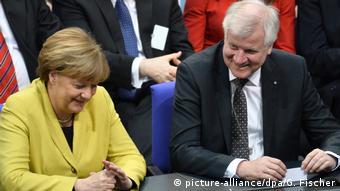 H Καγκελάριος Άνγκελα Μέρκελ μαζί με τον Βαυαρό πρωθυπουργό Χορστ Ζεεχόφερ