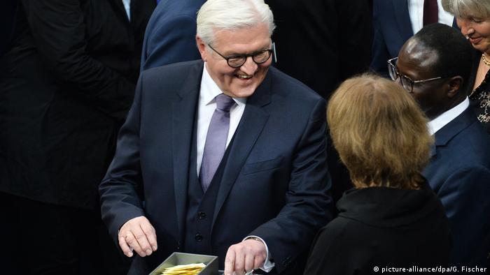 Франк-Вальтер Штайнмайер голосует на Федеральном собрании
