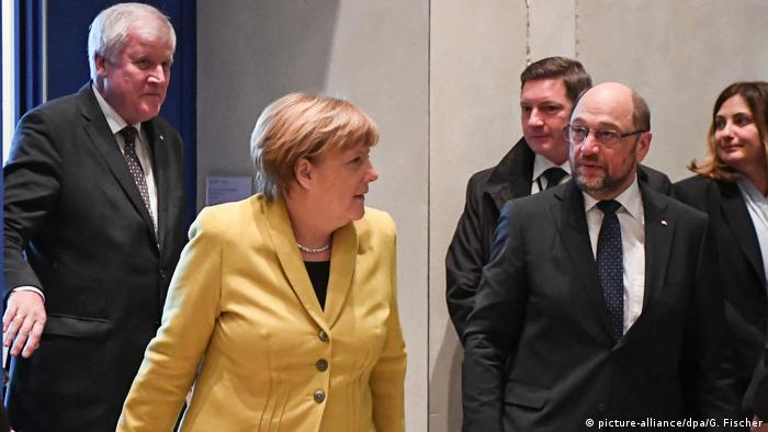 Seehofer, Merkel and Schulz (picture-alliance/dpa/G. Fischer)