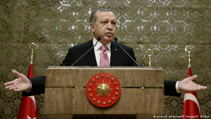 Turkey pressures media ahead of Erdogan referendum