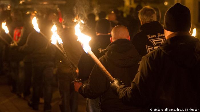 Немецкие крайне правые на факельном шествии