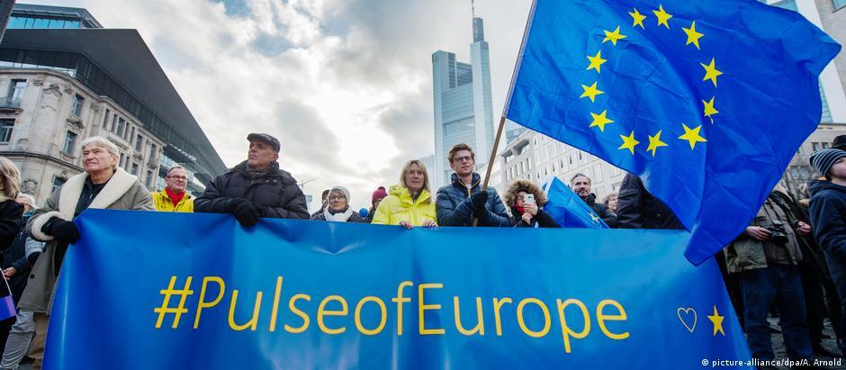 Χιλιάδες διαδηλωτές υπέρ της Ευρώπης