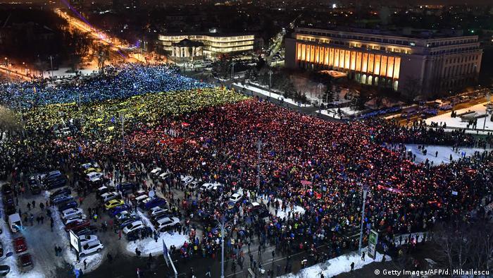 Спроба уряду Румунії послабити антикорупційне законодавство спричинила масові протести