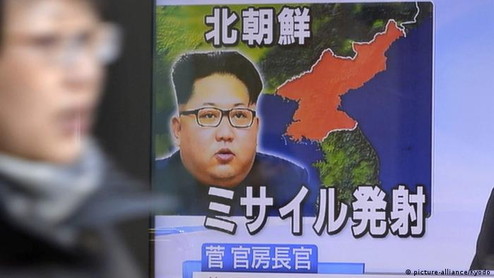 Japan Fernsehen - Nordkorea Raketentest - Bild von Kim Jong-un (picture-alliance/Kyodo)