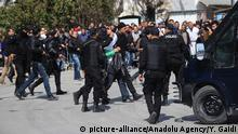 ARCHIV 2015 *** TUNIS, TUNISIA - MARCH 18: Police forces arrest a suspicious man when gunmen take an unknown number of tourists hostage at the National Bardo Museum, near the country's parliament in Tunis, on Wednesday, March 18, 2015. Yassine Gaidi / Anadolu Agency | Keine Weitergabe an Wiederverkäufer.