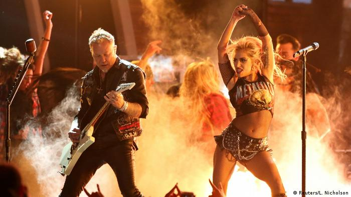 Lady Gaga junto al cantante de Metallica, James Hetfield.