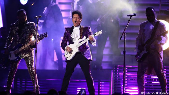 USA Grammy Awards 2017 | Bruno Mars - Tribute to Prince (Reuters/L. Nicholson)
