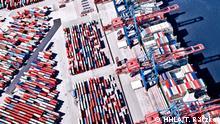 Deutschland Hamburg - Luftaufnahme des HHLA Container Terminals Burchardkai