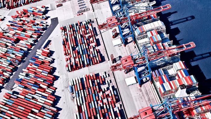 Deutschland Hamburg - Luftaufnahme des HHLA Container Terminals Burchardkai (HHLA/T. Rätzke )