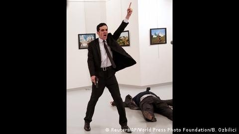 World Press Photo Awards 2017 - An Assassination in Turkey (Reuters/AP/World Press Photo Foundation/B. Ozbilici)