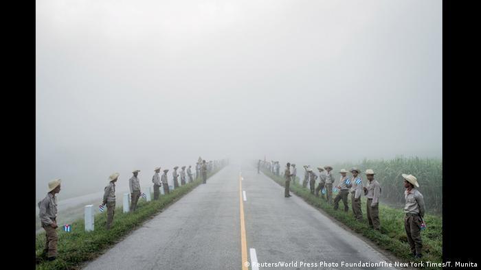 Куба. Траур за Фіделем Кастро. Фото Томаса Муніти. Категорія Повсякденне життя. Перше місце.