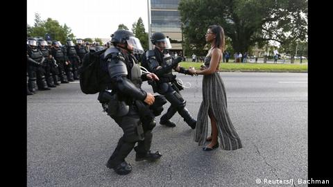 World Press Photo Awards 2017 World Press Photo Awards 2017 - Jonathan Bachman - Taking A Stand In Baton Rouge (Reuters/J. Bachman)