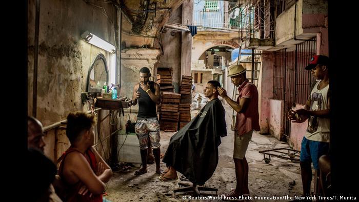 Томас Муніта. Перукарня в Гавані. Категорія Повсякденне життя. Перше місце.