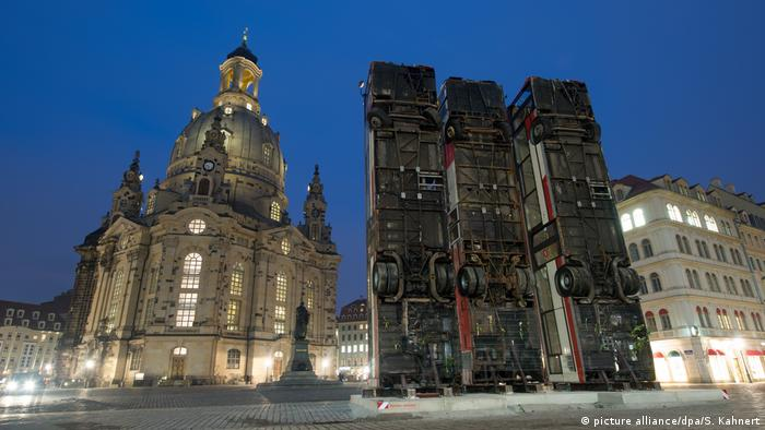 Deutschland Skulptur «Monument» in Dresden (picture alliance/dpa/S. Kahnert)