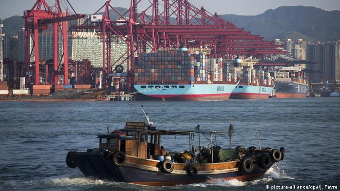 Containerhafen von Hongkong (picture-alliance/dpa/J. Favre)