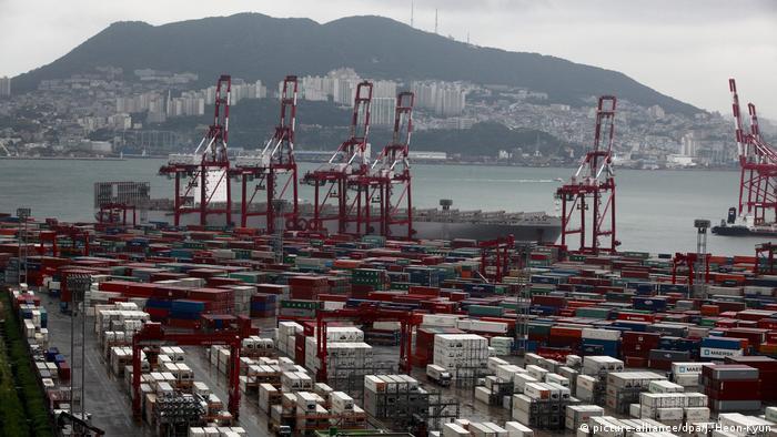Containerhafen von Busan (picture-alliance/dpa/J. Heon-Kyun)