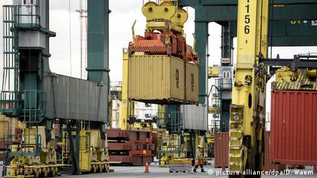 Containerhafen von Antwerpen (picture-alliance/dpa/D. Waem)