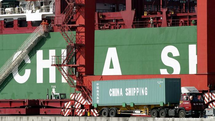 Економічне зростання в Китаї уповільнюється (на фото - порт у Шанхаї)