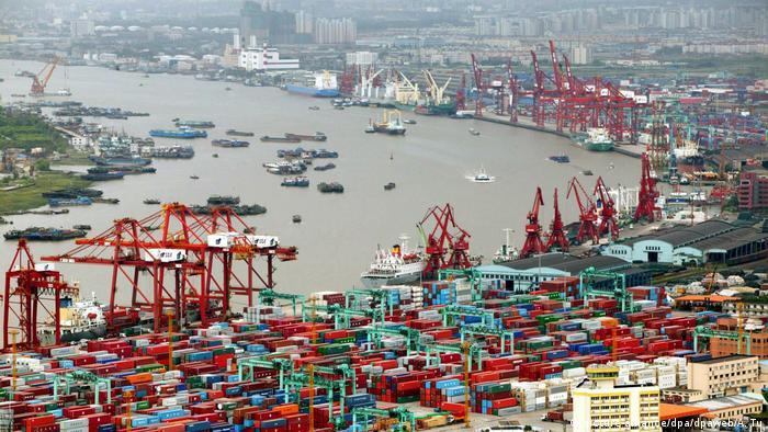Containerhafen von Schanghai (picture-alliance/dpa/dpaweb/A. Tu)