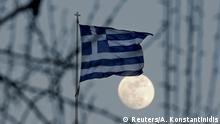 Griechenland Flagge mit Vollmond in Athen