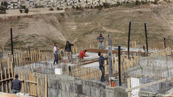 Batı Şeria'daki Yahudi yerleşim yerleri inşaatından bir görüntü (2017)
