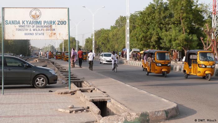 Straße vor dem Zoo von Maiduguri (DW/T. Mösch)