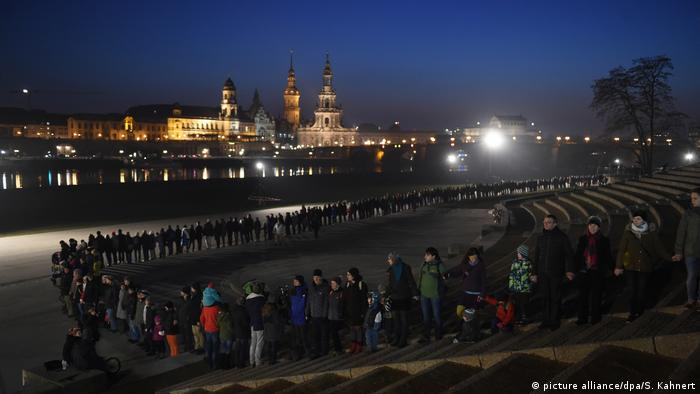 Thousands of people hold hands in commemoration of the Dresden bombing