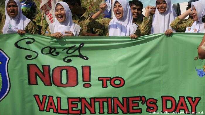 Indonesien Protest gegen Valentinstag (picture-alliance/dpa/H. Simanjuntak)