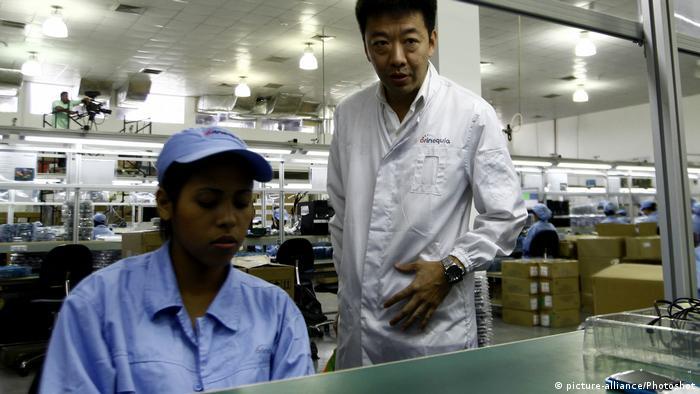 Chinesisch-venezuelanische Handy-Produktion in Caracas (picture-alliance/Photoshot)