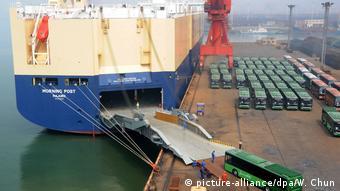 China exportiert Luxusbusse nach Venezuela (picture-alliance/dpa/W. Chun)
