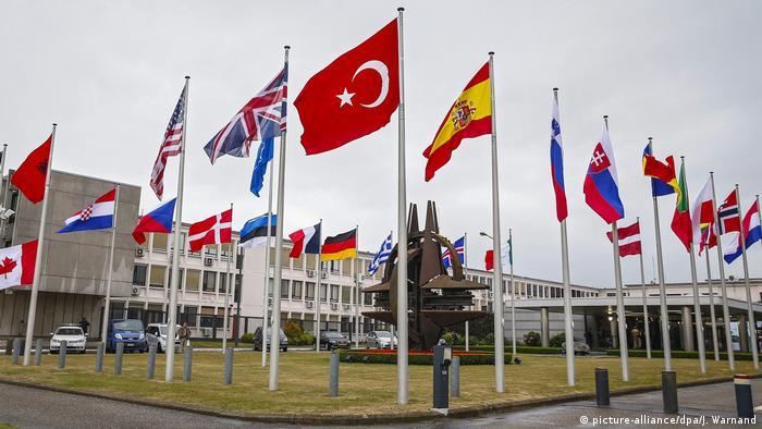 NATO: AB savunmasını AB üyesi olmayan ülkeler üstleniyor