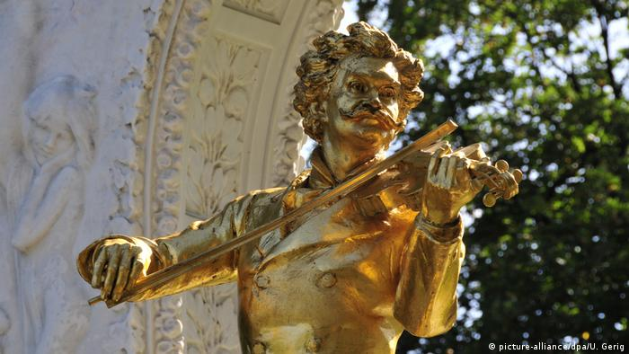 Austria Memorial to Johann Strauss in Vienna (picture-alliance/dpa/U. Gerig)