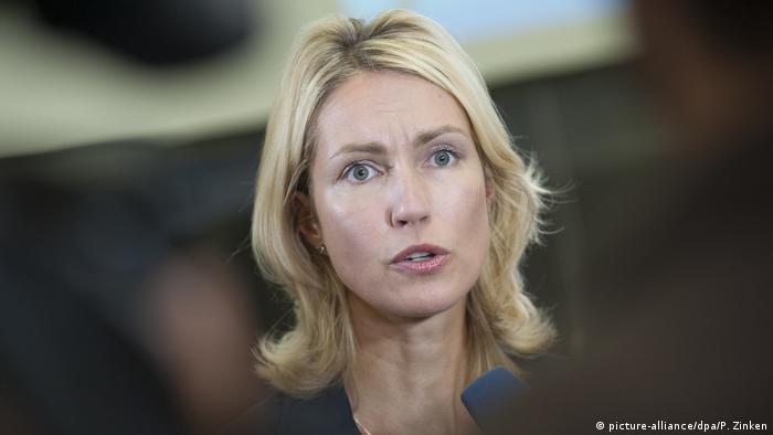 Deutschland Familienministerin Manuela Schwesig (picture-alliance/dpa/P. Zinken)
