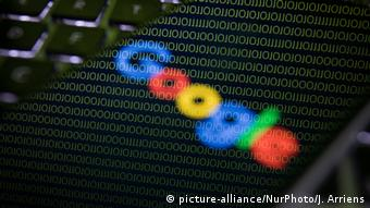 The word Google against a background of codes (picture-alliance/NurPhoto/J. Arriens)