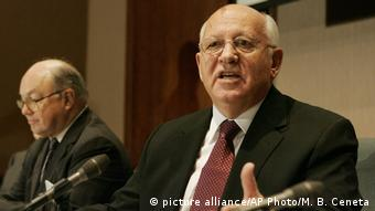 Mikhail Gorbachev Jack Matlock Rechts (picture alliance/AP Photo/M. B. Ceneta)