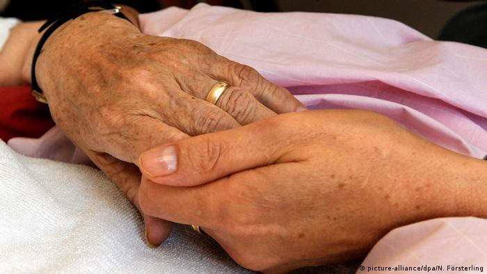 Hospizbewegung Sterbebegleitung Hände