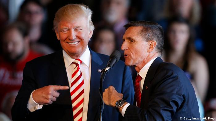 Donald Trump (left) jokes with Michael Flynn (Getty Images/G. Frey)