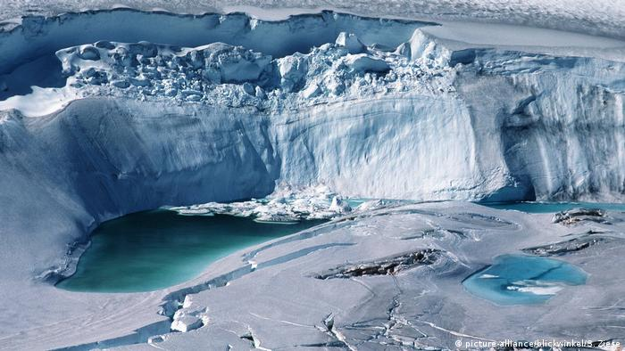 Island Gletscher mit See (picture-alliance/blickwinkel/S. Ziese)