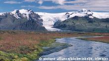 18.06.2006 Flusslandschaft, Vatnajoekull, der groesste Gletscher Islands im Hintergrund, Island, Skaftafell | river scenery, Vatnajoekull, largest glacier in island in background, Iceland, Skaftafell | Verwendung weltweit
