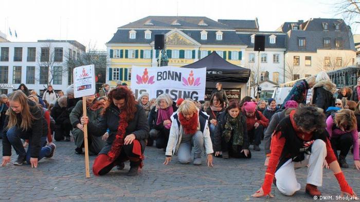 هر حرکت زنان در این رقص، یک معنا دارد؛ اینجا شروع نه گفتن به خشونت است