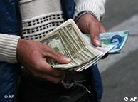 نرخ واقعی دلار در برابر ریال چگونه تعیین میشود؟