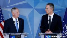 Belgien Mattis mit Stoltenberg beim NATO Verteidigungsminister-Treffen in Brüssel