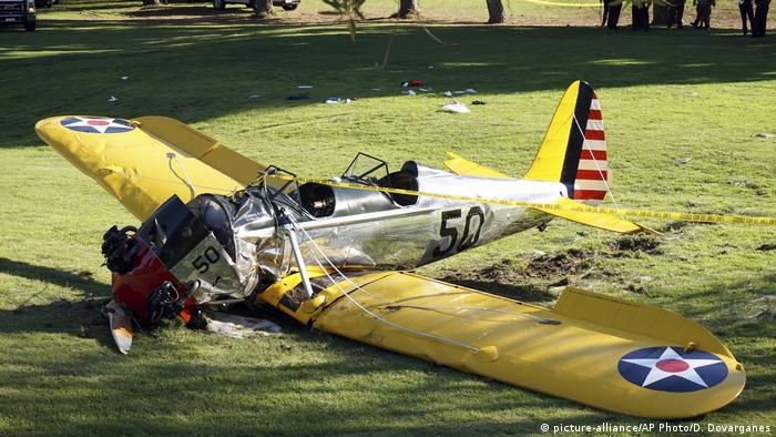 The plane Harrison Ford crash-landed on a golf course in the Venice area of Los Angeles in 2015 (picture-alliance/AP Photo/D. Dovarganes)